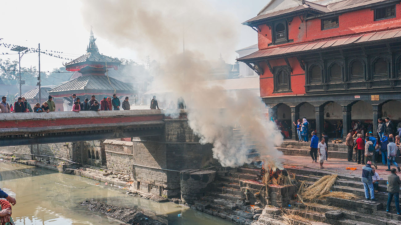 Burning of a dead body at Pashupatinath Temple